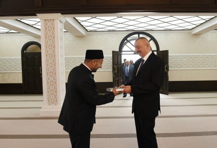 Prezidentə Cocuq Mərcanlıda Quran hədiyyə edilib-