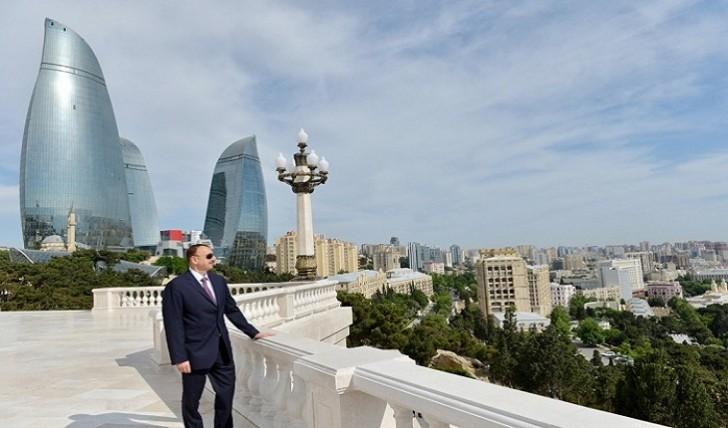 İlham Əliyev Bakıda yeni salınan yolun açılışında iştirak edib