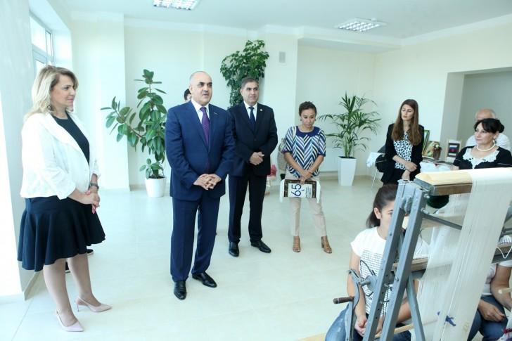 """""""Məzun evi""""ndə  xalça və tikiş sexləri fəaliyyətə başladı-"""