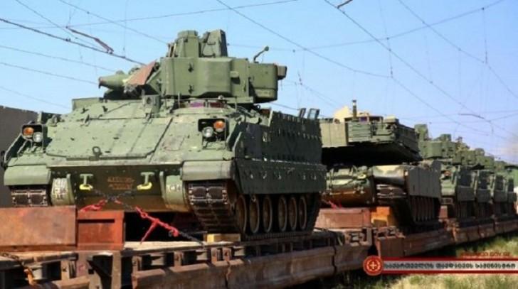 ABŞ Gürcüstana xeyli hərbi texnika gətirdi-
