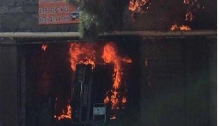 Bakının kəndində güclü yanğın başlayıb: