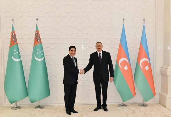 İlham Əliyev Türkmənistan prezidentini qarşıladı-