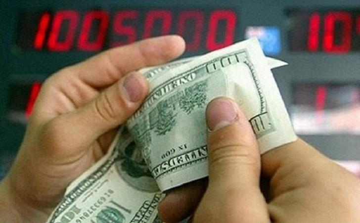 Dollar bir az da ucuzlaşdı