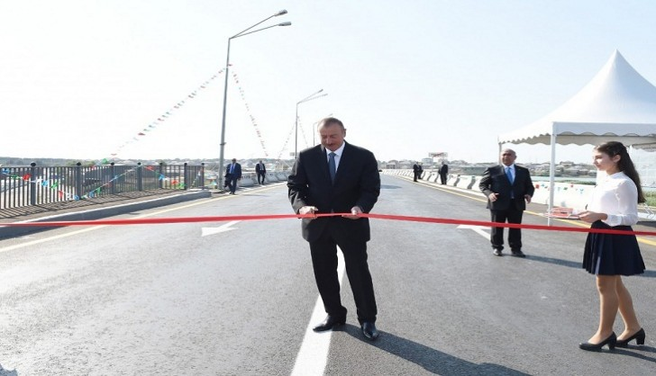 """İlham Əliyev keçmiş """"Sovetski"""" ərazisində yeni yolların açılışında iştirak edib"""