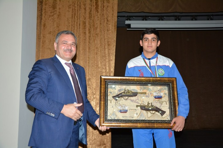 Ermənini məğlub edən tərtərli boksçu Avropa birinciliyində bürünc medal qazanıb