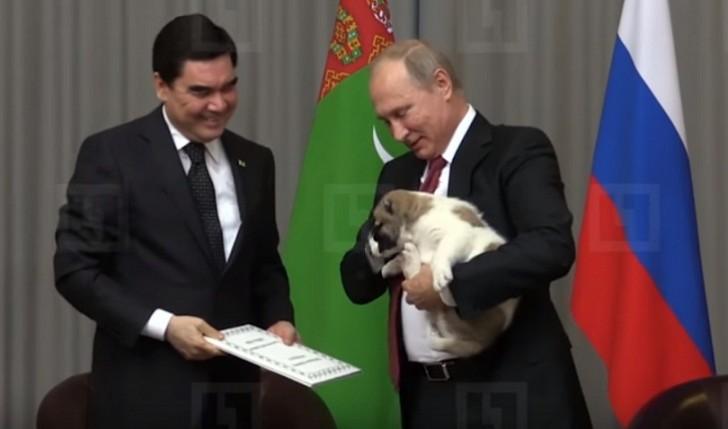 Berdıməhəmmədov Putinə it bağışladı-