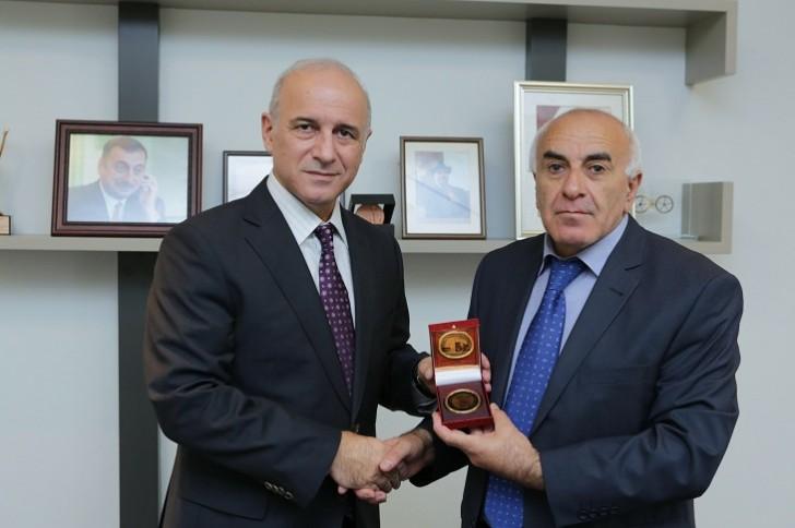 Azercell-in prezidenti qızıl medalla təltif olundu