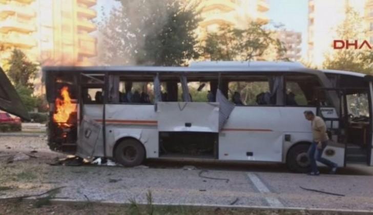 Türkiyədə polis avtobusu yaxınlığında partlayış: