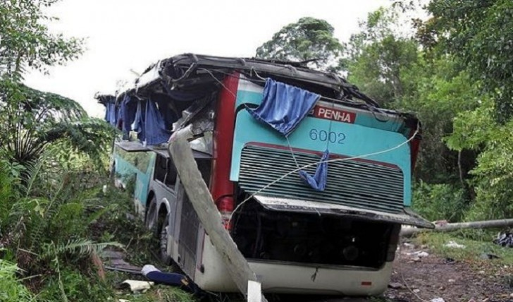 Türkiyədə turistləri daşıyan avtobus qəzaya düşdü