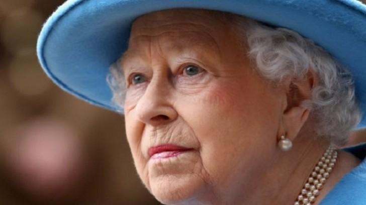 Britaniya kraliçası ofşora milyonlarla vəsait yatırıb