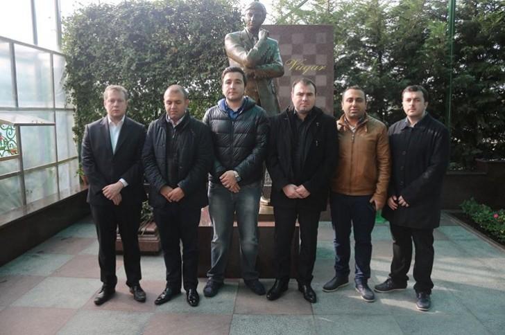 Şahmatçılarımız Vüqar Həşimovun məzarını ziyarət ediblər