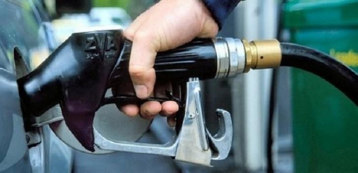 Qazaxıstanda benzin ucuzlaşdı