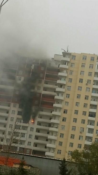 Xırdalanda 17 mərtəbəli bina yanır, sakinlər köməksiz vəziyyətdə qalıb-