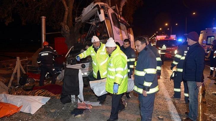Türkiyədə avtobus qəzaya uğrayıb, 13 nəfər ölüb, 42 nəfər yaralanıb