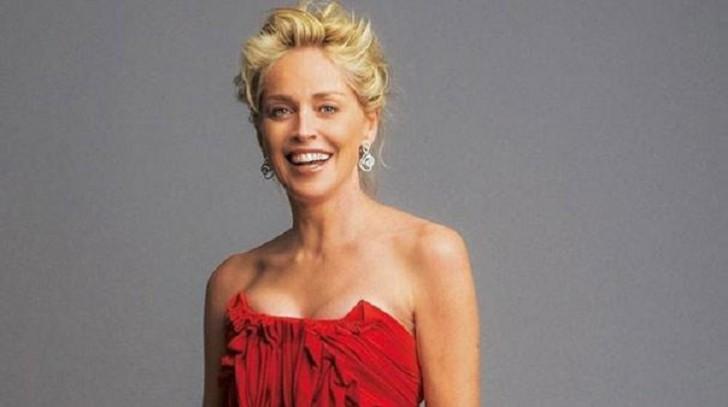59 yaşlı aktrisa bədən quruluşu ilə heyrət doğurdu-