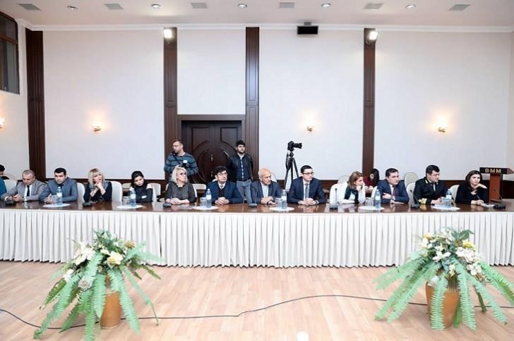 """""""PR və media dialoqu"""" mövzusunda dəyirmi masa keçirilib"""