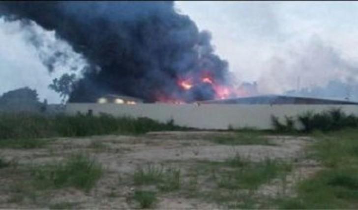 Xızıda güclü yanğın: anbar və 4 avtomobil yandı