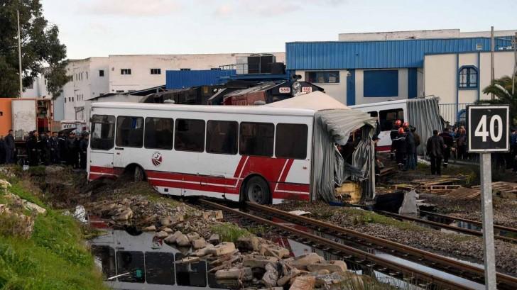 Rusiyada avtobus qatarla toqquşdu