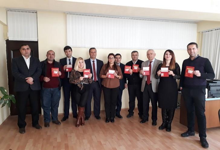 """Azərbaycan jurnalistlərinə 2018-ci il üçün """"Beynəlxalq media vəsiqəsi"""" verildi"""