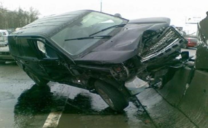 """Dağıstanda """"Range Rover"""" hasara çırpıldı-"""