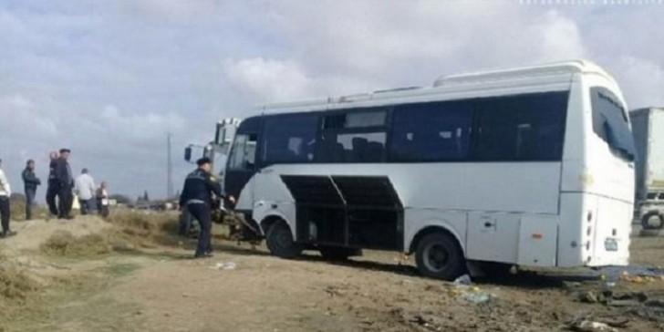 Yevlaxda şagirdləri aparan mikroavtobus qəzaya düşdü: