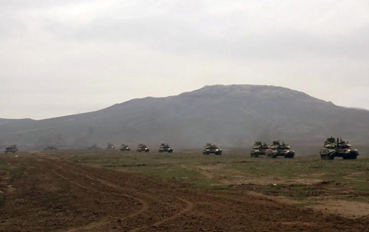 Tank bölmələrimiz döyüş hazırlığı vəziyyətinə gətirildi-