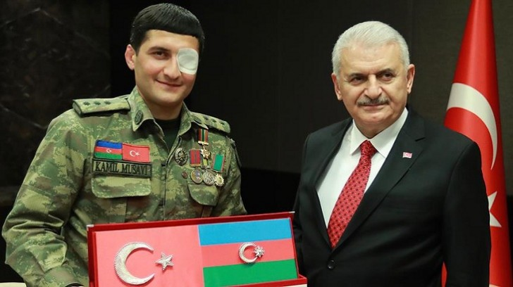 Binəli Yıldırım Qarabağ qazisi ilə görüşüb