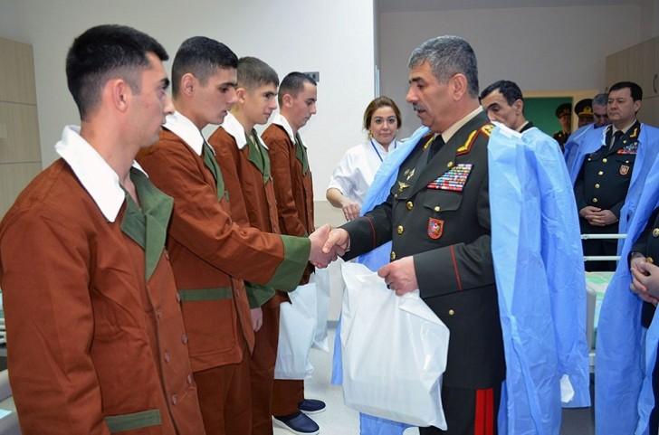 Zakir Həsənov hospitalda əsgərlərə baş çəkdi-