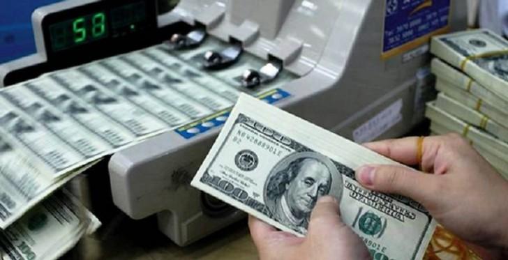 Azərbaycanda dollarla olan əmanətlər azalıb