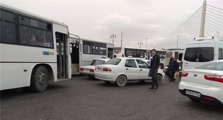 """""""Koroğlu"""" metrostansiyası qarşısında xaos:"""