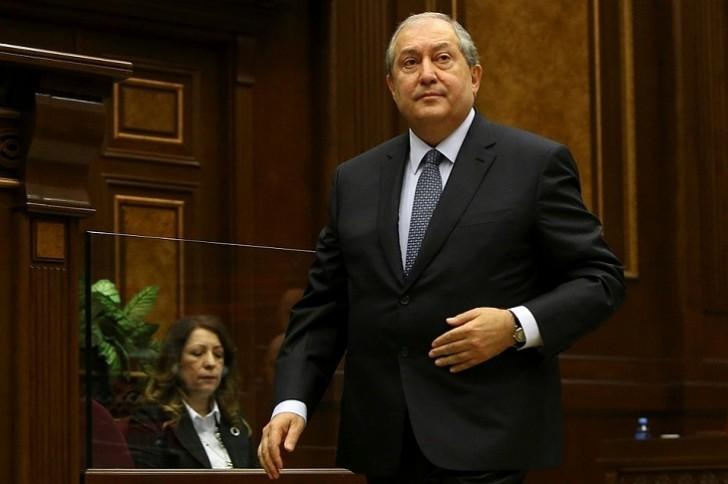 Ermənistanın yeni prezidenti işinə başladı