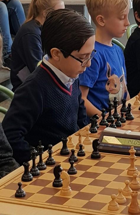 İsveçdə 11 yaşlı azərbaycanlı uşaq şahmatda birinci yerə çıxdı-