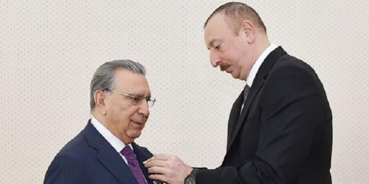 İlham Əliyev Ramiz Mehdiyevi təltif edib-