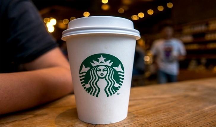"""""""Starbucks"""" işçisinin kobud səhvinə görə 8 min filialını bağlayır"""