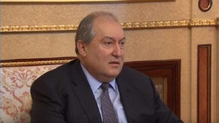 Ermənistan hökuməti tam tərkibdə istefa verdi