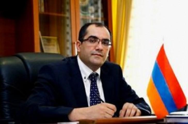 Ermənistanda nazir istefa verdi və etiraz aksiyasına qoşuldu