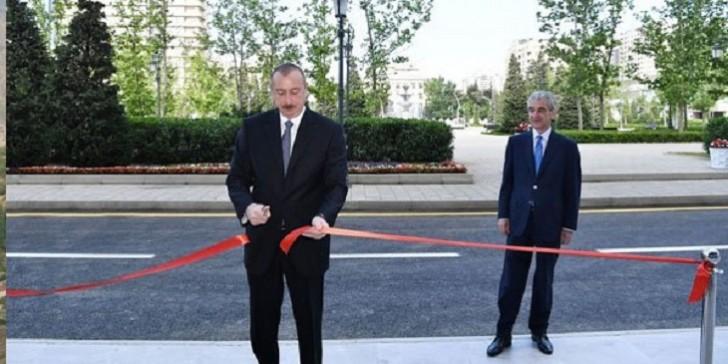 Prezindet YAP-ın yeni binasının açılışında-