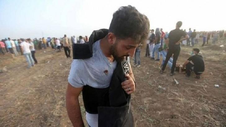 """İsrail hərbçiləri """"Anadolu""""nun müxbirini yaralayıb"""