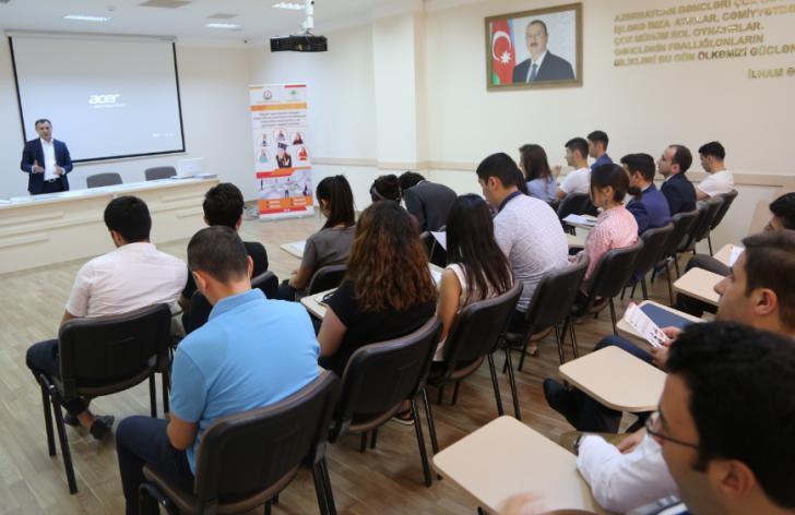 Gənclərin düzgün peşə-ixtisas seçiminə yönəldilməsi məqsədilə seminarlar keçirilib