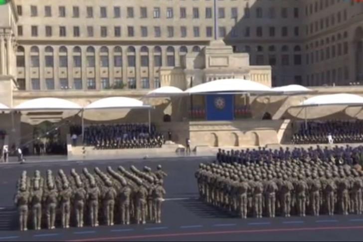 Bakının baş meydanında hərbi parad keçirilib-