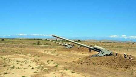 Raket və artilleriya birləşmələri döyüş atışlı təlimlər keçirir-