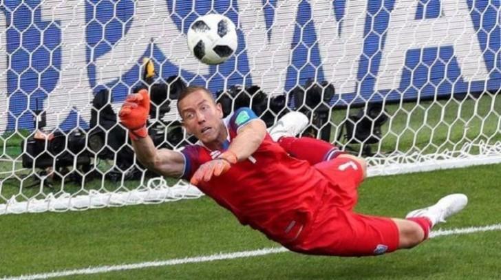 Messinin penaltisini dəf edən qapıçı rəsmən