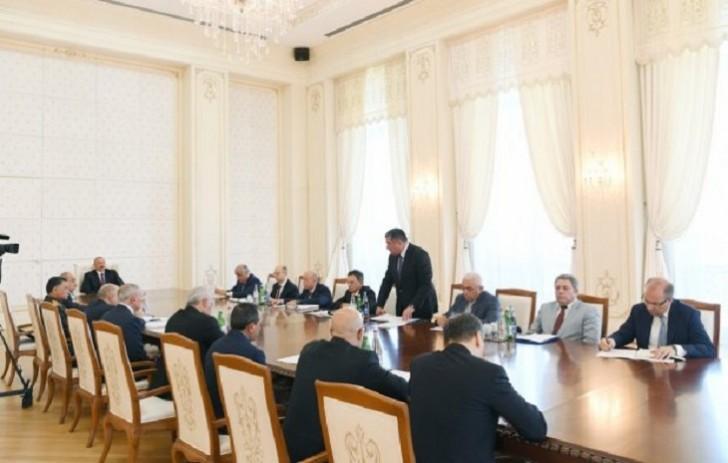 İlham Əliyev Etibar Pirverdiyevin sözünü kəsdi: