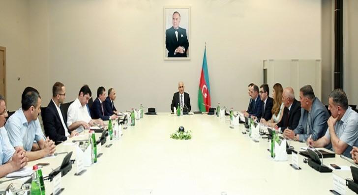Şahin Mustafayev şərab istehsalçıları ilə görüşüb