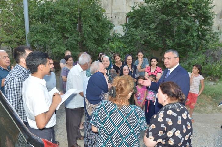 Dövlət Komitəsinin sədri Qaradağ rayonunda məcburi köçkünlərlə görüşüb
