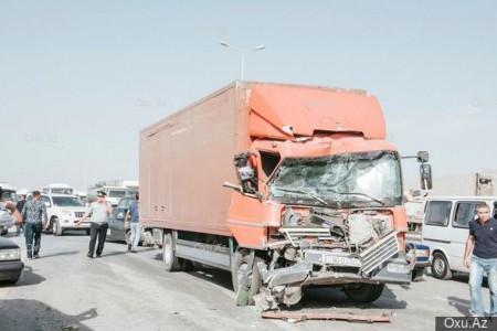 """Sürücü yatdı, avtobus """"Kamaz""""la toqquşdu:"""