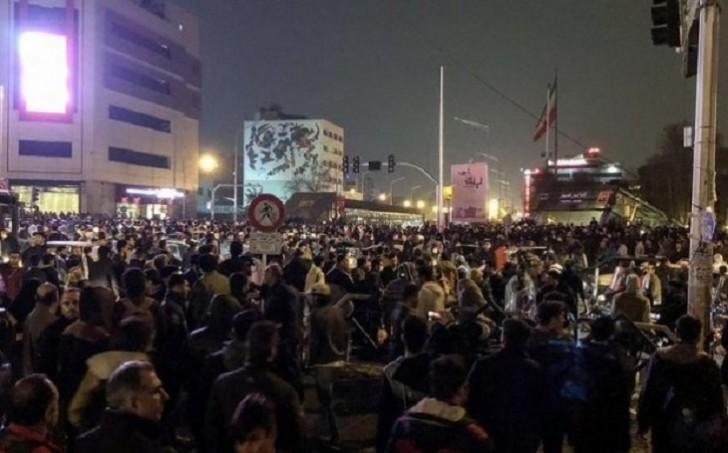 İranda bahalaşmaya və hökumətin siyasətinə qarşı yeni etirazlar