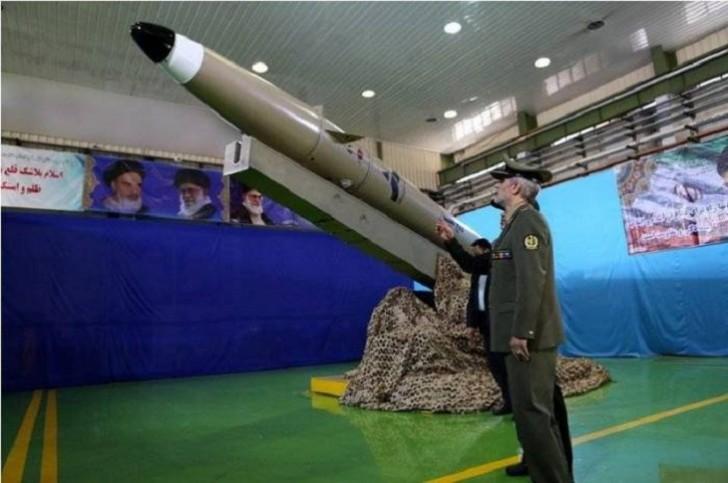İran yeni ballistik raketini təqdim edib