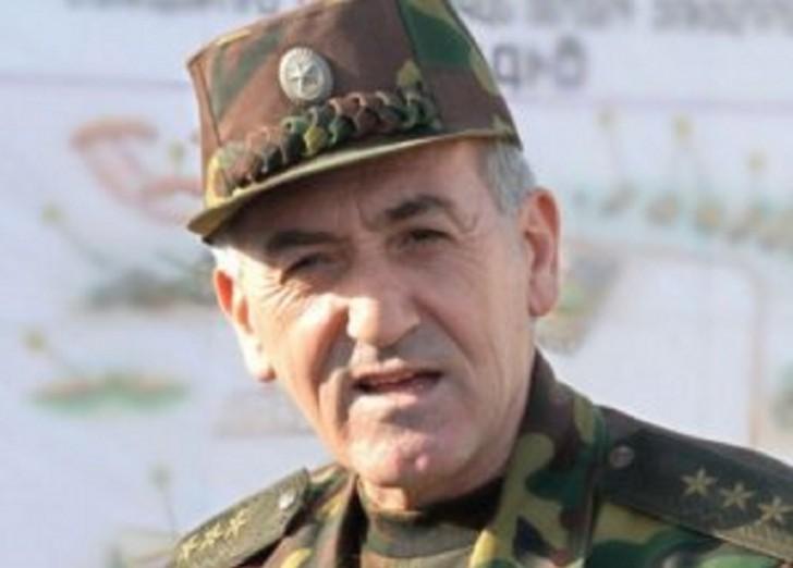 Ermənistanın keçmiş müdafiə naziri beynəlxalq axtarışa verilib