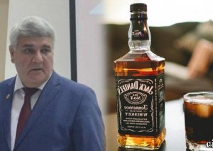 Nazim İsmayılovun viski sevgisi…